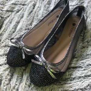 Chatties Black and Silver Flats SZ 5/6